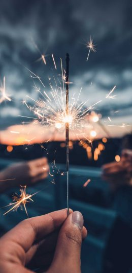 燃烧星火灿烂的烟花摄影手机壁纸